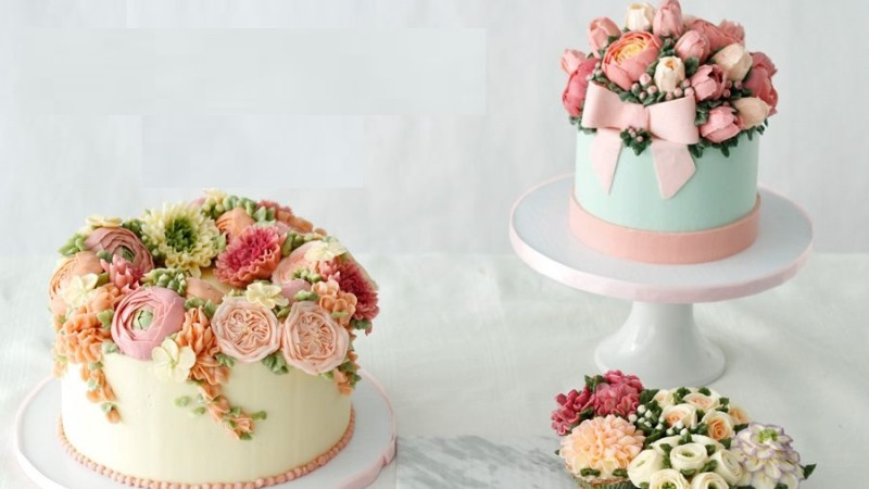 Dulcet Flower Topping Cakes for Celebrating Parties