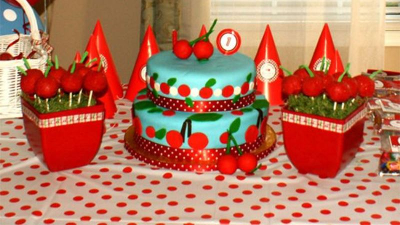 Pick Up Dulcet Cherry Cakes for Birthday Party